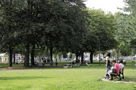 tout près de la place Carnot et de son parc